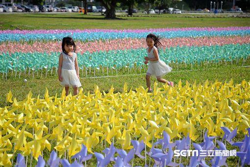 夢幻馬卡龍風車,新北歡樂CAR,三重水漾公園,大台北都會公園。(圖/記者簡佑庭攝)