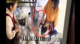 付錢又偷收回 大媽買包子倒賺2百元圖/ 爆料公社