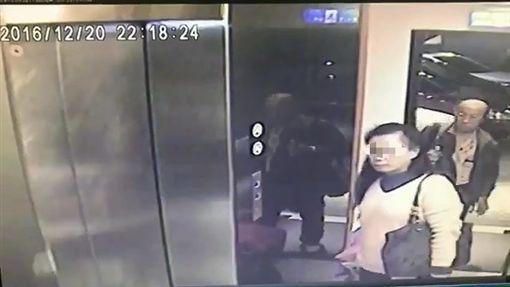 梁文約(右)與小三魏敏樺(左)去年底開車出遊,入住台北市北投區旅館時被監視器拍下。他回程時在苗栗縣西湖服務區殺了魏女。翻攝畫面