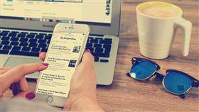 滑手機,資訊,新聞,搜尋,網路(圖/Pixabay)