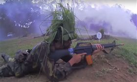 「請鄰兵以火力掩護我!」單戰有用嗎? 網:開戰恐會秒死 圖/翻攝自國防部發言人YouTube