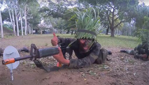 「請鄰兵以火力掩護我!」單戰有用嗎? 網:開戰恐會秒死圖/翻攝自國防部發言人YouTube ID-1307826