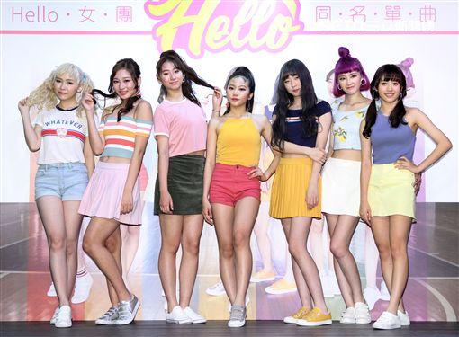 女子團體Hello成員周佳宜、方梓妍、許筱緹、陳品瑄、陳儀馨、史文慧、柯智雯,推出首張名單曲HELLO。(記者邱榮吉/攝影)