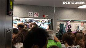 高鐵驚傳乘客暈倒(圖/翻攝畫面)