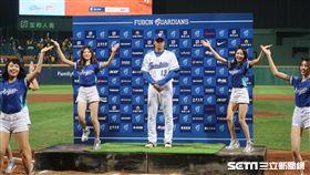 ▲富邦悍將投手陳鴻文面對中信兄弟首戰奪下勝投,獲選單場MVP。(圖/記者王怡翔攝)