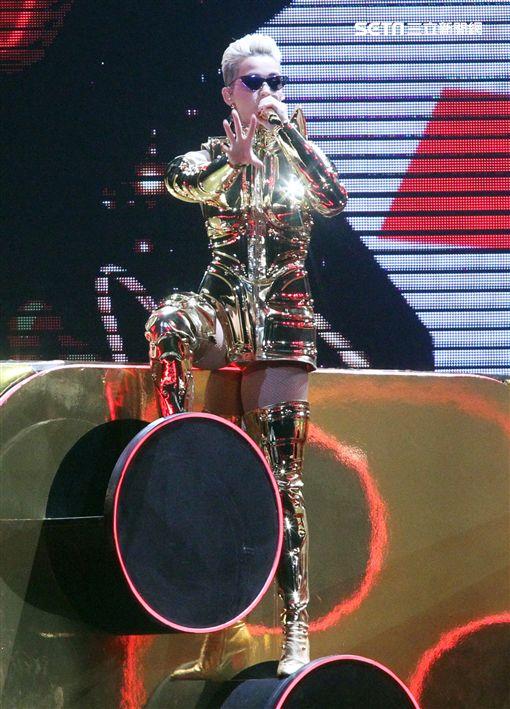 凱蒂佩芮在台北小巨蛋開唱。(記者邱榮吉/攝影)