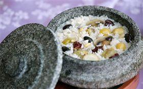 -石鍋拌飯-韓式料理-(圖/翻攝自韓國觀光公社FB)