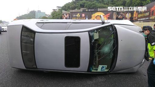 國道,車禍,翻覆,小客車,事故(圖/翻攝畫面)
