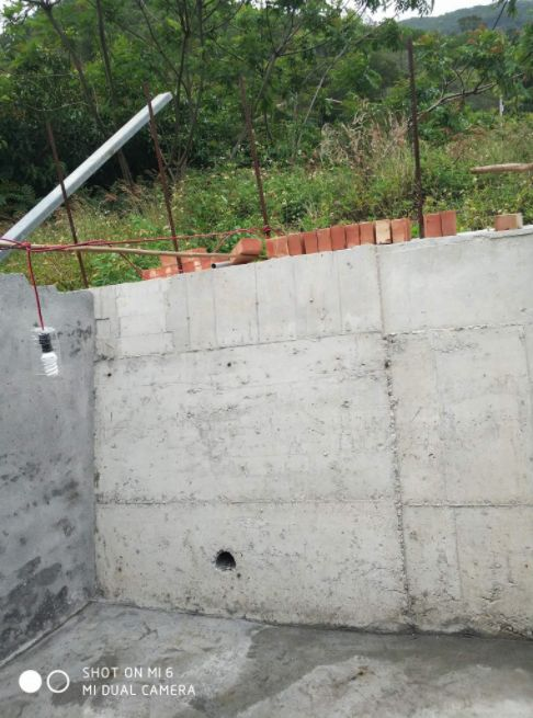 超通風廁所,網友納悶「為何要蓋窗戶?」(圖/翻攝爆怨公社)