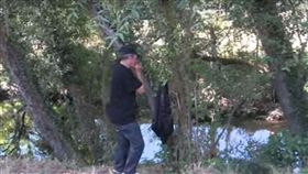 西班牙男子在狼群生活12年。(翻攝自YouTube)