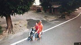 Google,地圖,街景模式,大義滅親,媽媽,安全帽,爆廢公社二館 圖/翻攝自臉書爆廢公社二館