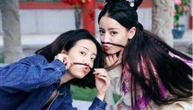 ▲李溪芮與迪麗熱巴曾一起搭檔演出過戲劇。(圖/翻攝IG)