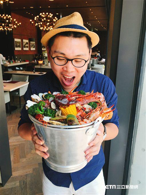 誠品行旅三週年,推出舊金山海鮮桶。(圖/記者簡佑庭攝)