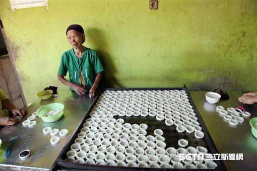 印尼日惹,鄉村之旅,米餅。(圖/記者簡佑庭攝)