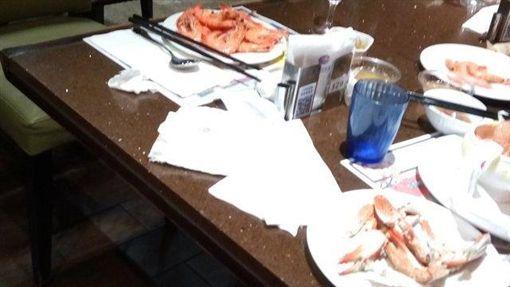 吃到飽,食材,浪費,海鮮,爆怨公社 圖/翻攝自臉書爆怨公社