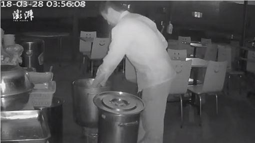 男子不滿隔壁麵店生意太好,竟在人家牛肉湯鍋內倒入糞便,還脫褲朝鍋內尿尿。(圖/翻攝澎湃新聞)