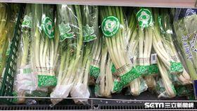 台北市衛生局今(9)天公布生鮮蔬果殘留農藥抽驗結果,發現由全聯實業股份有限公司民生社區分公司販售的1件青蔥,檢出殺蟎劑「賜派芬」超過標準值3倍。(圖/台北市衛生局提供)