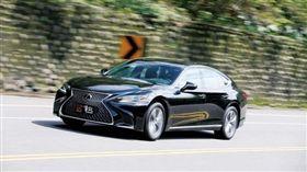 老闆自駕車 Lexus LS 350(圖/車訊網)