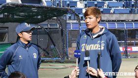 ▲王維中接受多家韓國媒體訪問。(圖/記者蕭保祥攝)