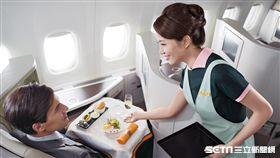 長榮航空,空姐。(圖/TripAdvisor提供)