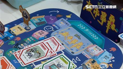 毛毛蟲文創邀請多位插畫家設計結合AR技術的桌遊「夜市爭霸」。(圖/記者葉立斌攝影)
