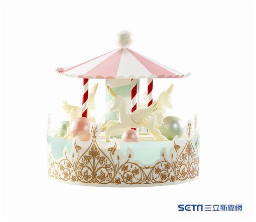 母親節造型蛋糕,旋轉木馬。(圖/85˚C提供)