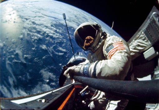 前太空人艾德靈(Buzz Aldrin)登陸月球目睹UFO(圖/翻攝NASA)https://archive.org/details/S66-63536