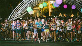 ▲關島馬拉松從黑夜起跑。(圖/關島觀光局提供)