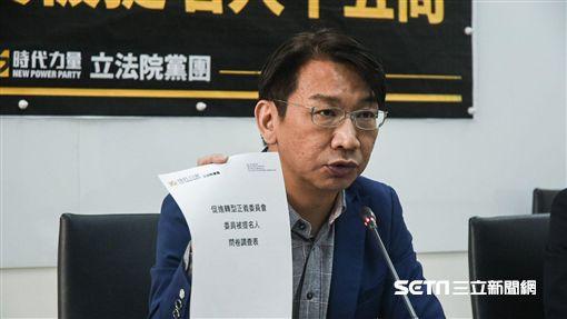時代力量黨團發表針對促轉委員審查問卷結果記者會,立委徐永明發言。 圖/記者林敬旻攝