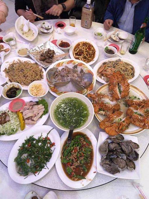 墾丁桌菜要價16500 圖/翻攝自爆廢公社