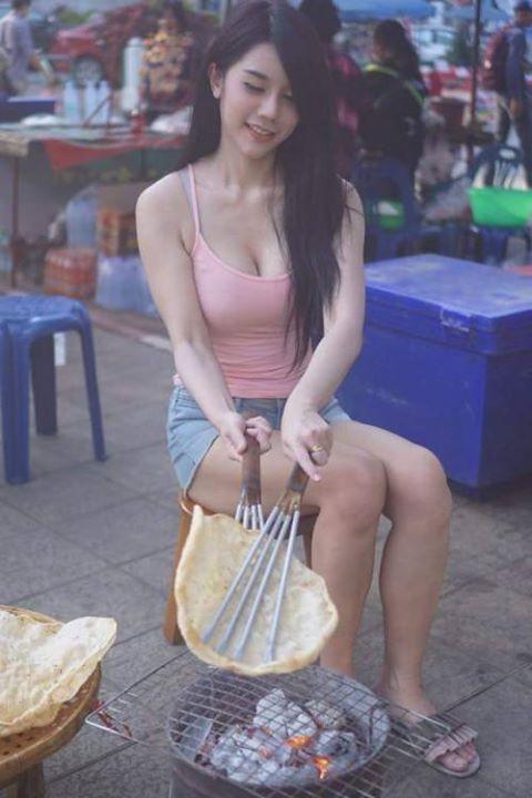 巨乳,豪乳,北半球,正妹,泰國正妹,烤餅(圖/翻攝自《khaosod》)