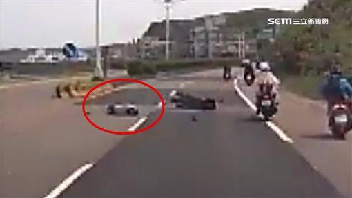 駕照才剛到手!19歲女騎士撞車被拋飛亡(新北,駕照,機車,迴轉,拋飛,車禍)