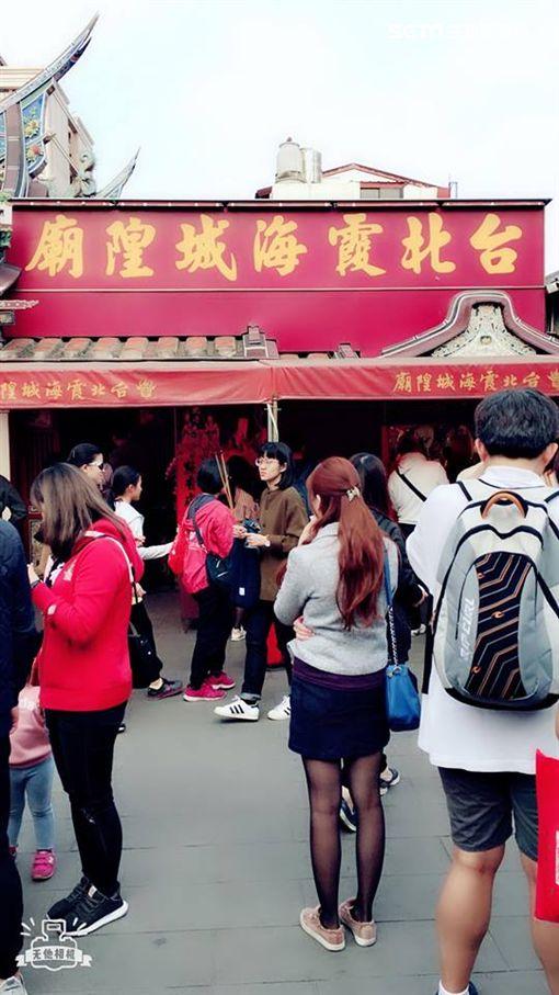 女網友,爆怨公社,白色戀人,餅乾,霞海城隍廟,月老,金紙