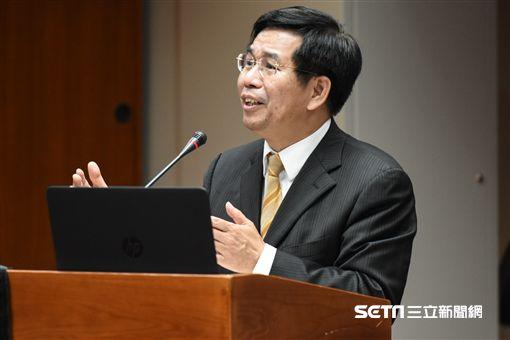 教育部長潘文忠前往立法院教育委員會備詢。 圖/記者林敬旻攝