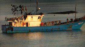 陸船越界 澎湖海巡押返人船裁罰