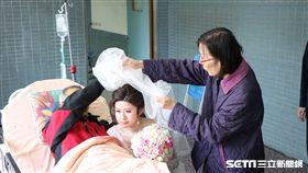 嘉義大腸癌末父親 替女兒蓋頭紗/讀者提供