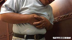 台北慈濟醫院胸腔外科醫師謝旻孝提醒,食道癌好發於50到70歲的中老年人,高危險族群是有抽菸、喝酒、吃檳榔習慣者。(圖/台北慈濟醫院提供)