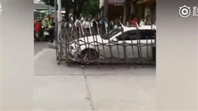 廣西南寧BMW衝撞鐵門_ https://www.bilibili.com/video/av21930209/