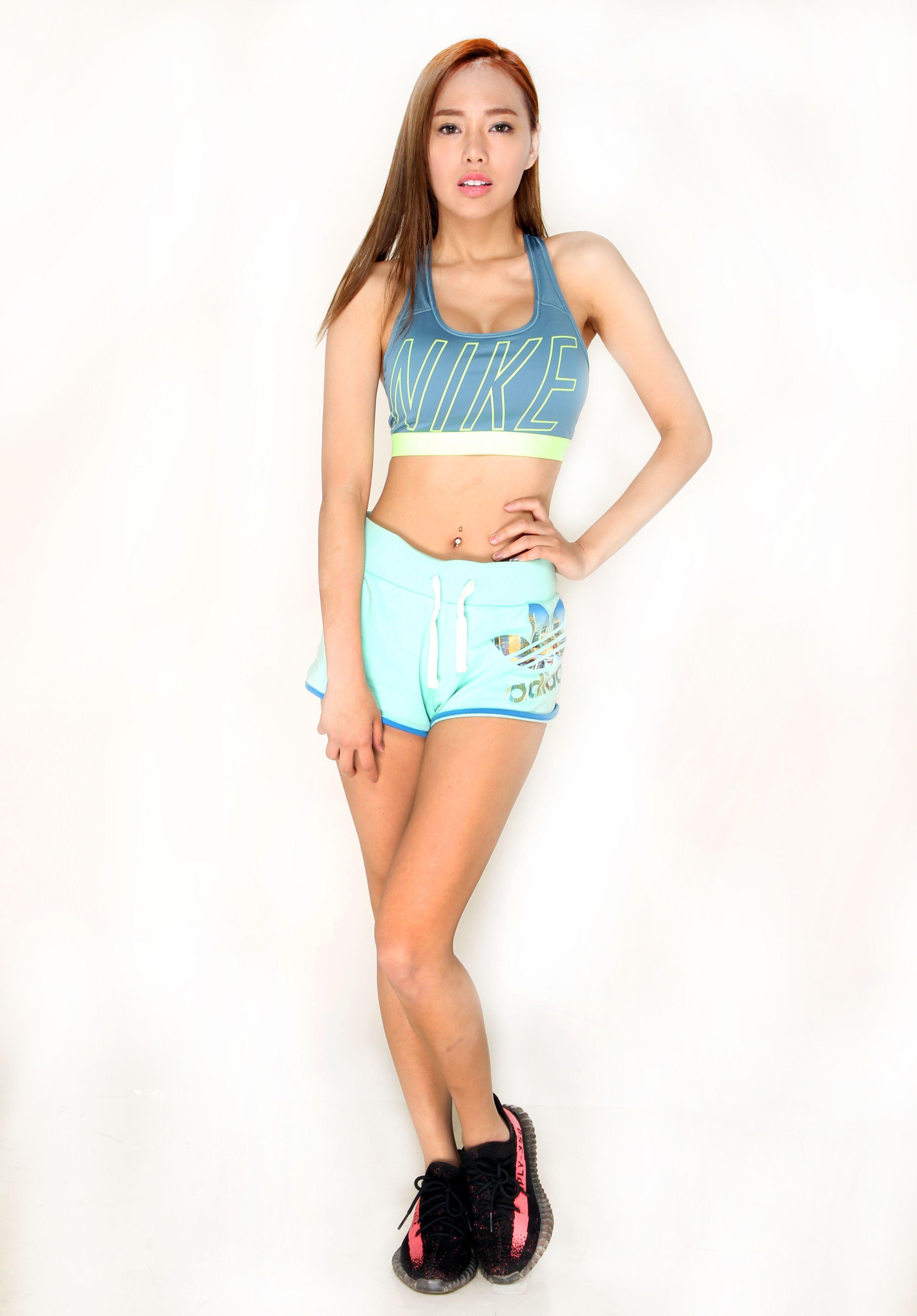美女林薇多身材嗆辣婀娜,拍照姿態滿分卻職業傷害。(記者邱榮吉/攝影)