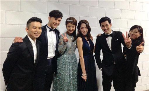 ▲謝佳見(左2)曾和林心如、許瑋甯共同演出《16個夏天》。(圖/翻攝自臉書)