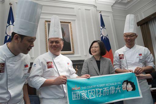 總統蔡英文日接見「世界麵包大師賽」金牌得主,官將首。(圖/總統府提供)