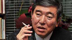下屆日本首相熱門人選石破茂毫不避諱自己對香菸的熱愛