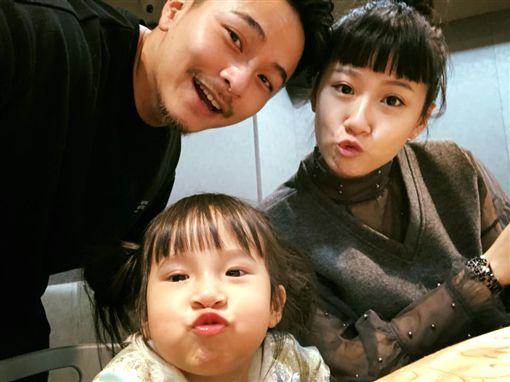 ▲▼姊姊Mia與弟弟Sunny個性南轅北轍。(圖/翻攝自臉書)