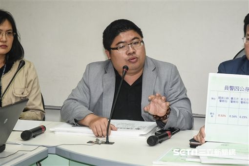 立法委員蔡易餘召開「力挺國道警察 爭取危險加成」記者會。 圖/記者林敬旻攝