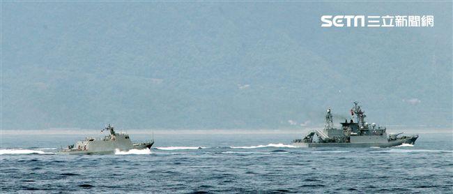 錦江艦、光六飛彈快艇對敵船實施飽和攻擊。(記者邱榮吉/蘇澳拍攝)