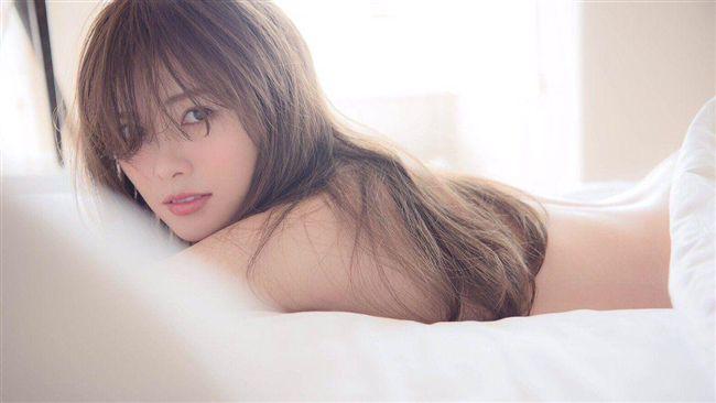 女偶像解放隱乳 寫真集18度加印!