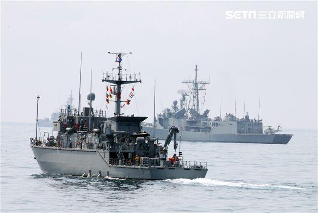 獵雷艦實施清除海上水雷做業。(記者邱榮吉/蘇澳拍攝)