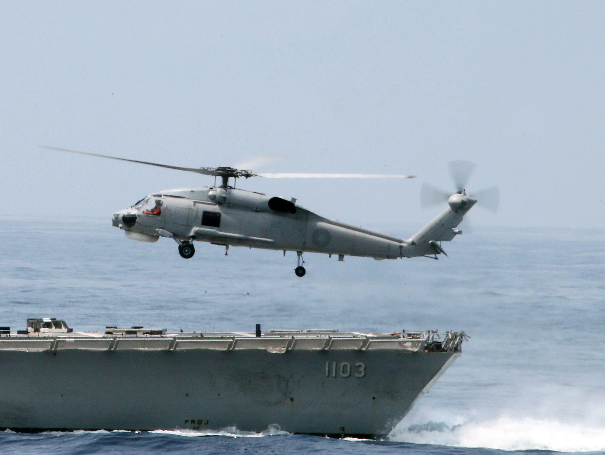 S70C反潛直升機從鄭和艦實施艦上起飛。(記者邱榮吉/蘇澳拍攝)