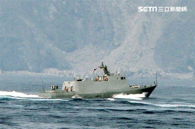光六飛彈快艇對敵船實施飽和攻擊。(記者邱榮吉/蘇澳拍攝)