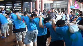 兩岸電信詐騙集團印尼落網兩岸跨境電信詐騙集團去年8月在印尼落網,印尼警方及移民局遣送嫌犯。中央社記者周永捷雅加達攝 107年4月6日